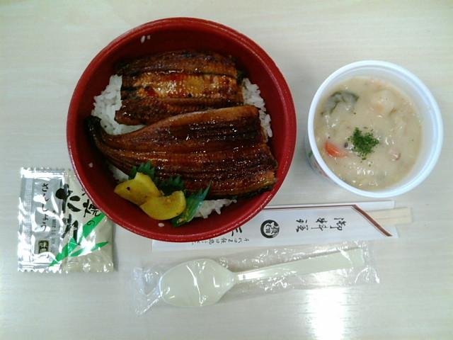 うな丼弁当(並)とクリームシチュー(飯田橋/魚政)