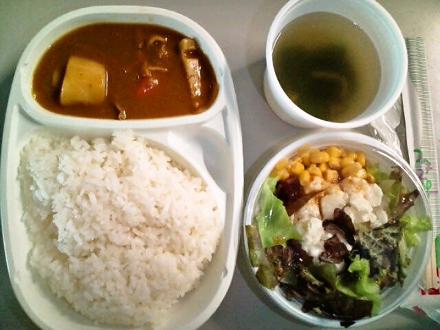 根菜カレースープ付き・サラダ(飯田橋/ムッソ)