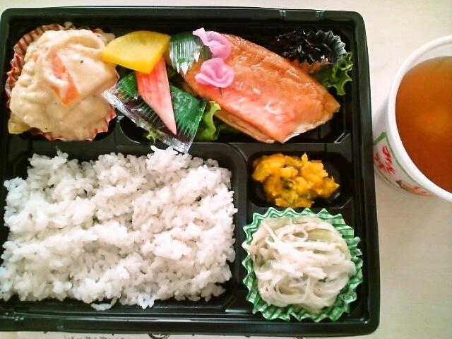 鮭のハラス焼弁当ご飯半分・蜆汁付(飯田橋/魚政)