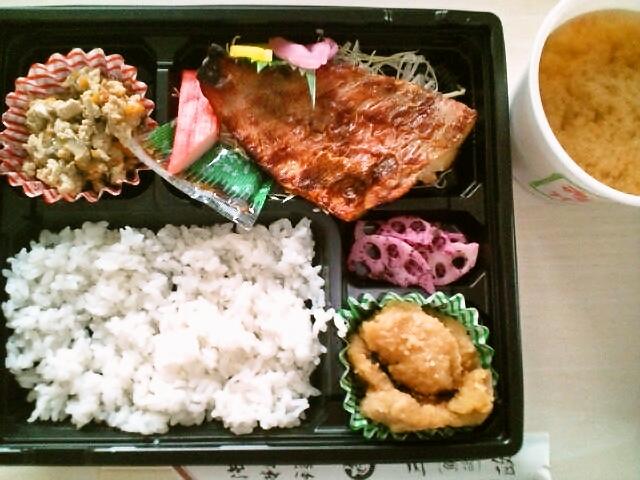 赤魚の粕漬け弁当ご飯半分・蜆汁付(飯田橋/魚政)