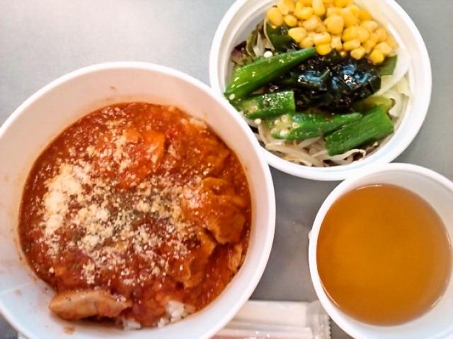 若鶏のトマトシチュー丼スープ付き・サラダ(飯田橋/ムッソ)