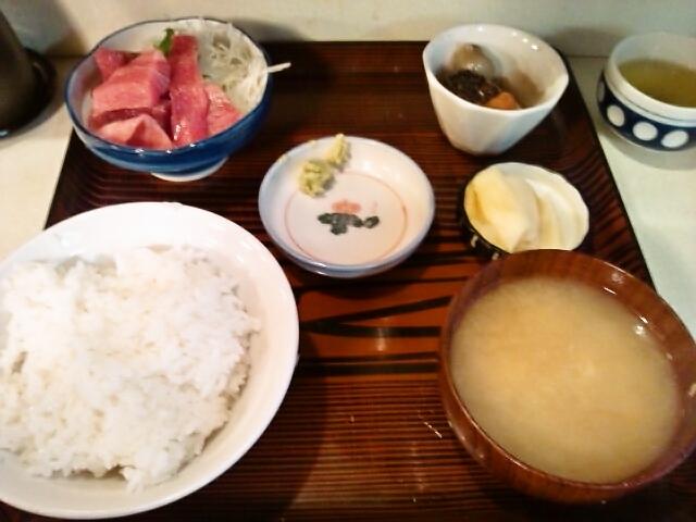B定食(マグロぶつ・煮物)(九段下/あけぼの)