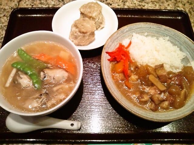 ハーフ&ハーフ(かきラーメン・大根と豚肉の煮込み丼カレー風味)・焼売(神保町/上海朝市)