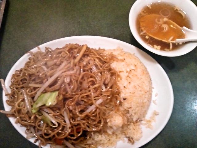 玉子炒飯、ヤキソバの盛合せ(神保町/ぶん華)