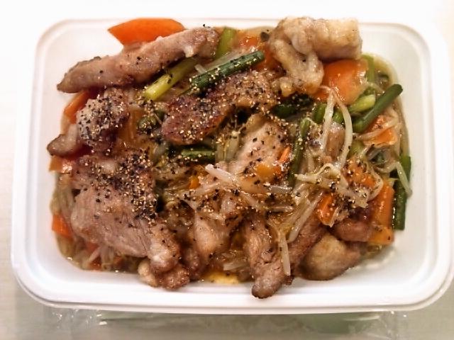 豚肉と野菜のオイスター炒めオムライス弁当(神保町/カフェ・マネキヤ)