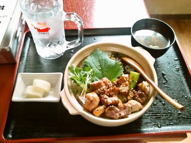 絶品ホルモン丼(飯田橋/ほるもん亭)